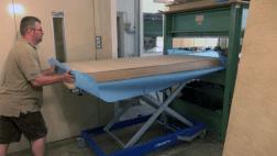 Bestückung einer Furnierpresse